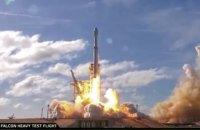 SpaceX запустила самую мощную ракету в мире с личным автомобилем Маска на борту (обновлено)