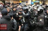 """В Івано-Франківську перед мітингом Порошенка відбулися сутички між """"Нацдружинами"""" і поліцією"""
