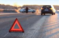 У Києві авто врізалося в літню терасу, є постраждалий