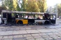 В Киеве перекрыто движение трамваев из-за сгоревшего автобуса