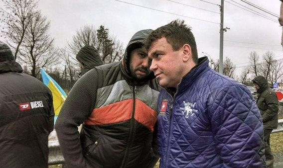 Сергей Хаджинов(справа) и Алексей Гриценко во время акции в Межигорье