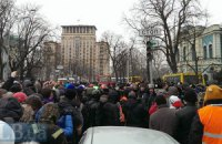 Активисты пытаются прорваться к Верховной Раде, милиция сдерживает их на Грушевского (прямая трансляция)
