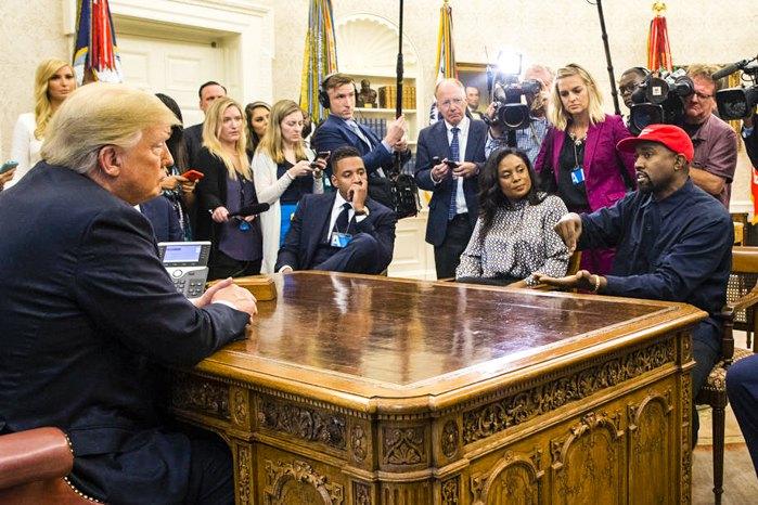 Президент США Дональд Трамп встречается с Канье Уэстом в Овальном кабинете Белого дома, Вашингтон, 11 октября 2018
