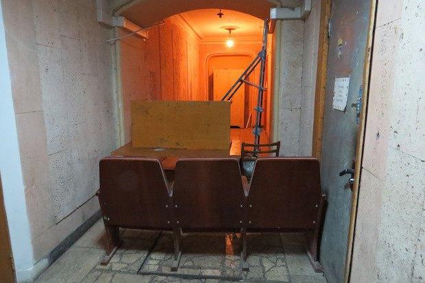 Большая часть коридоров в мининстерстве забаррикадирована