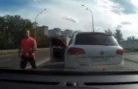 Чоловікові, який у Києві вдарив битою по голові водія, оголосили про підозру