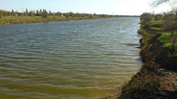 Северо-Крымский канал возле города Красноперекопск, Крым. Фото 27 апреля 2014 года. Воды достаточно.