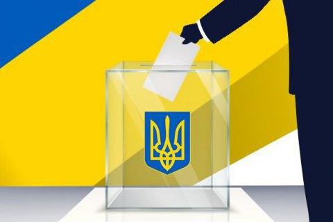 Наблюдатели фиксируют посторонних лиц на избирательных участках в Черновцах