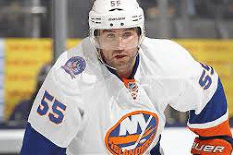 В матче НХЛ хоккеист украинского происхождения получил болезненный удар коньком по лицу и в спешке покинул лед