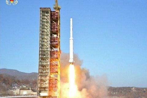 КНДР запустила ракету дальнего действия