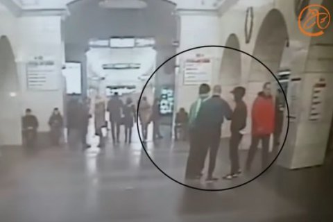 """У Санкт-Петербурзі неонацисти побили пасажирів метро з криками """"Вагон для росіян!"""""""