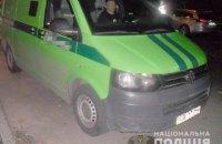 В Киеве ограбили автомобиль инкассаторов, пока они заправляли банкомат