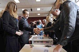 Олланд и Саркози выходят во второй тур выборов президента