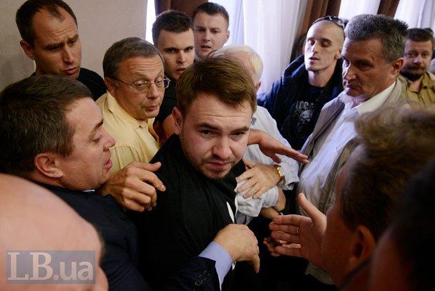 В центре - Андрей Лозовой, лидер фракции Радикалов