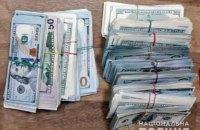 У Києві шахрай відкрив фальшивий обмінник і намагався втекти зі $120 тисячами