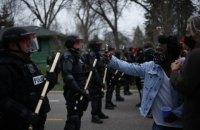 В США правоохранители разогнали слезоточивым газом митинг против убийства полицией афроамериканца