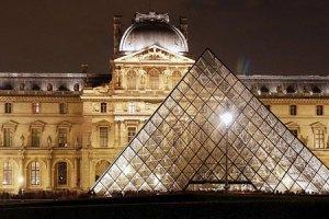 Лувр снова признали самым популярным музеем мира