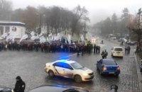 Митингующие перекрыли движение по улице Грушевского в Киеве, между ними и полицией происходили потасовки (обновлено)