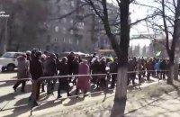 Киевляне пикетируют посольства РФ и ЕС с требованием освободить Савченко