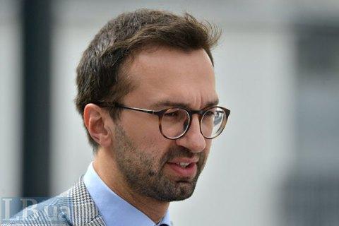 Лещенко в залі Ради втік від представника НАЗК з адмінпротоколом