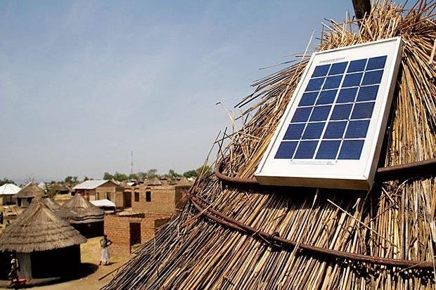 Солнечные панели Azuri на африканских хижинах