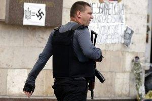 """Невідомі під виглядом """"Правого сектору"""" обстріляли прокуратуру в Сєвєродонецьку"""