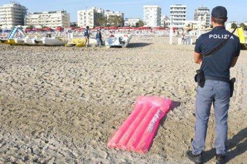 Вихідці з північної Африки зґвалтували туристку з Польщі на італійському пляжі
