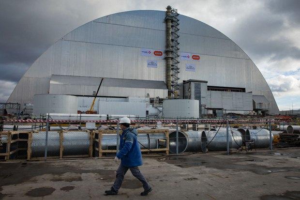 Саркофаг над Чернобыльским реактором