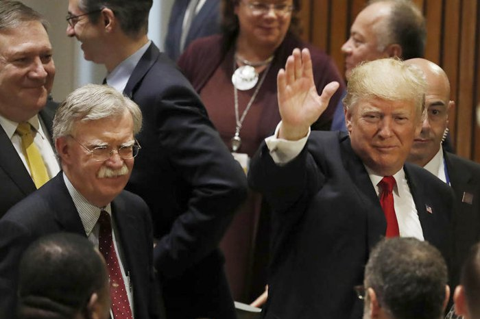 Справа-налево: Президент США Дональд Трамп, советник по нацбезопасности Джон Болтон и государственный секретарь США Майк Помпео