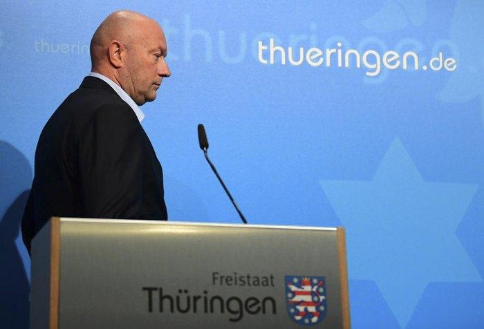 Новоизбранный премьер-министр Томас Кеммерих объявляет о своей отставке, всего через один день после избрания, в Эрфурте, 6 февраля 2020.