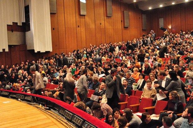 Как всегда на открытиях Докудейс, зал в Доме Кино был полным