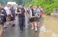 На Закарпатті через зливи підтопило дороги