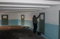 Грузинський художник перетворив підземний перехід у центрі Києва на коридор СІЗО