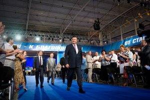 Янукович защищается от своего окружения, - Чорновил