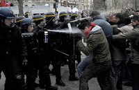 Во Франции митинг противников однополых браков разогнали слезоточивым газом