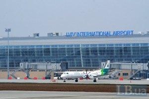 Львовский аэропорт отменил ряд рейсов из-за снега