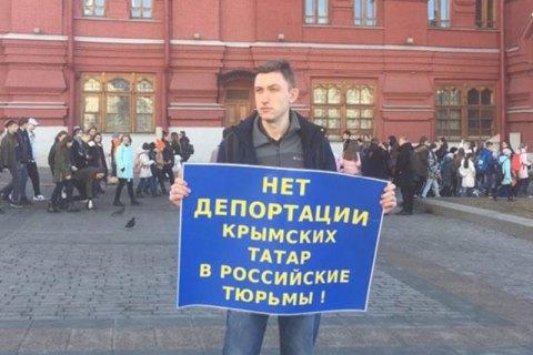 У Росії прокуратура запросила 4,5 року колонії для активіста, який носив передачі українським морякам