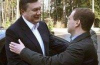 Медведев может приехать на День рождения Януковича
