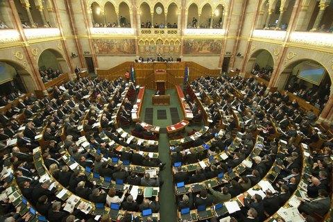 """Парламент Венгрии единогласно осудил украинский закон """"Об образовании"""""""