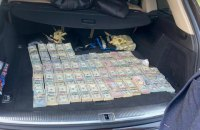 Начальника зміни митного посту на Волині затримали з $700 тис. в багажнику