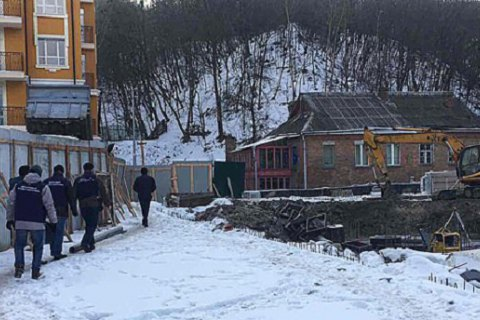 На Воздвиженці в Києві зупинили незаконне будівництво
