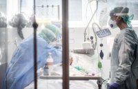 Кількість важких хворих із коронавірусом в Україні різко зросла