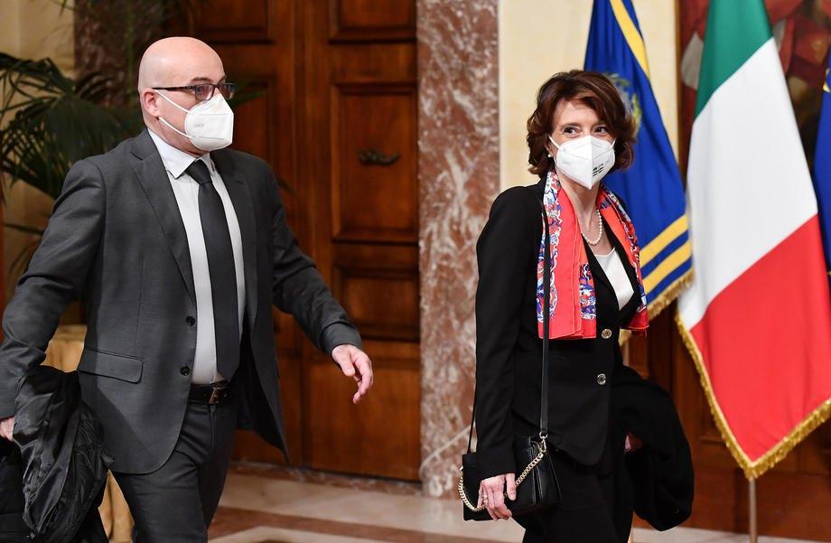 Міністр навколишнього середовища Роберто Чинголані та міністр з питань рівних можливостей Елена Бонетті прибувають на першу Раду міністрів у палаці Кіджі в Римі, 13 лютого 2021
