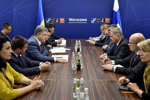 Президент Фінляндії запевнив Порошенка в прихильності санкціям проти РФ