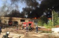 В Житомире возник крупный пожар на картонном комбинате