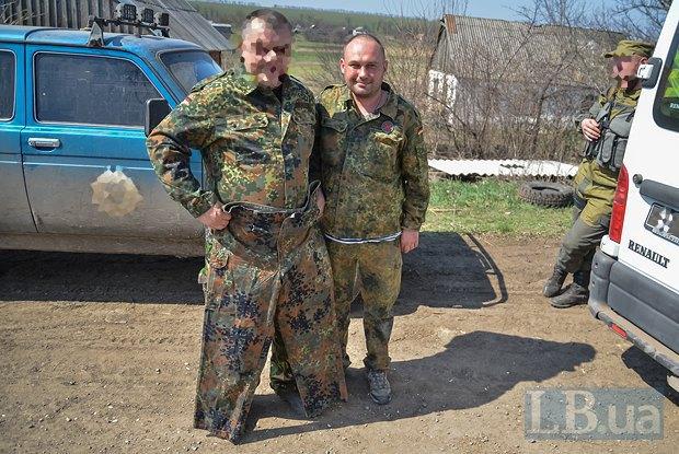 Дмитрий Хохлов с одним из командиров 44-ки