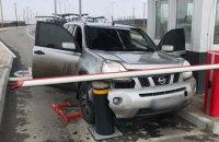 Житель Запорожья пытался прорваться в оккупированный Крым и разбил внедорожник на КПВВ