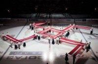 Перед матчем КХЛ в Риге была развернута свастика?