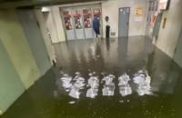 Київ після тривалої спеки накрила сильна злива, затопило дві станції метро
