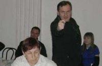 В Харькове наблюдатель от ПР показал избирателям фигу