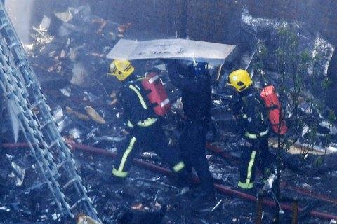 Кількість загиблих у результаті пожежі в Лондоні зросла до 17 (оновлено)
